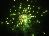 Green Peony 25 schots festival cake van RedWire. Online te bestellen bij Xena Vuurwerk in Ede