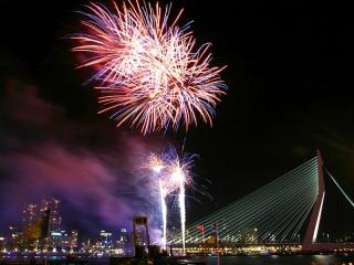 Xena Vuurwerk verzorgt tevens vuurwerkshows met professioneel vuurwerk, mits de afsteeklocatie hiervoor geschikt is