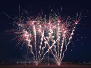 Xena Vuurwerk schiet tevens vuurwerkshows met consumentenvuurwerk, wat op bijna elke locatie mogelijk is