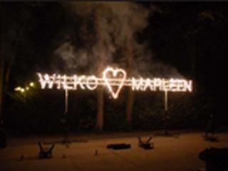 Geef uw bruiloft een unieke uitstraling met uw namen in vuurwerkletters, verzorgd door Xena Vuurwerk