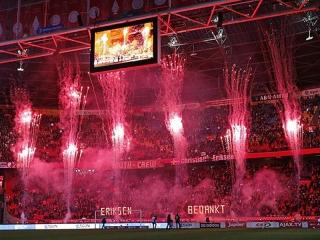 Xena Vuurwerk maakt onder ander gebruik van PSE vuurwerk bij spectaculaire tifo en sfeeracties in stadions en bij evenementen