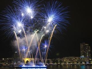 Xena Vuurwerk is gespecialiseerd in pyromusicals - vuurwerkshows waarbij de effecten synchroom met muziek worden afgeschoten