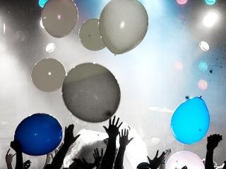 Met de valsystemen van Xena Vuurwerk kunt u metershoge objecten feestelijk onthullen of ballon netten laten vallen