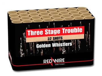 Schelle 3-trap fluiteffecten met dikke golden tails in salvo geschoten. Deze Redwire cake bestel je online bij Xena Vuurwerk in Ede