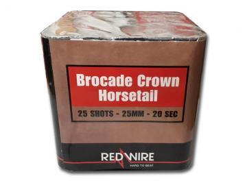 Geluidsarme Redwire festival cake met brocade crown horsetail effect. Verkrijgbaar bij de vuurwerkwinkel van Xena Vuurwerk in Ede