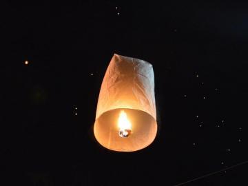 Tover je eigen sterren aan de hemel met deze wensballon. Verkrijgbaar bij Xena Vuurwerk in Ede